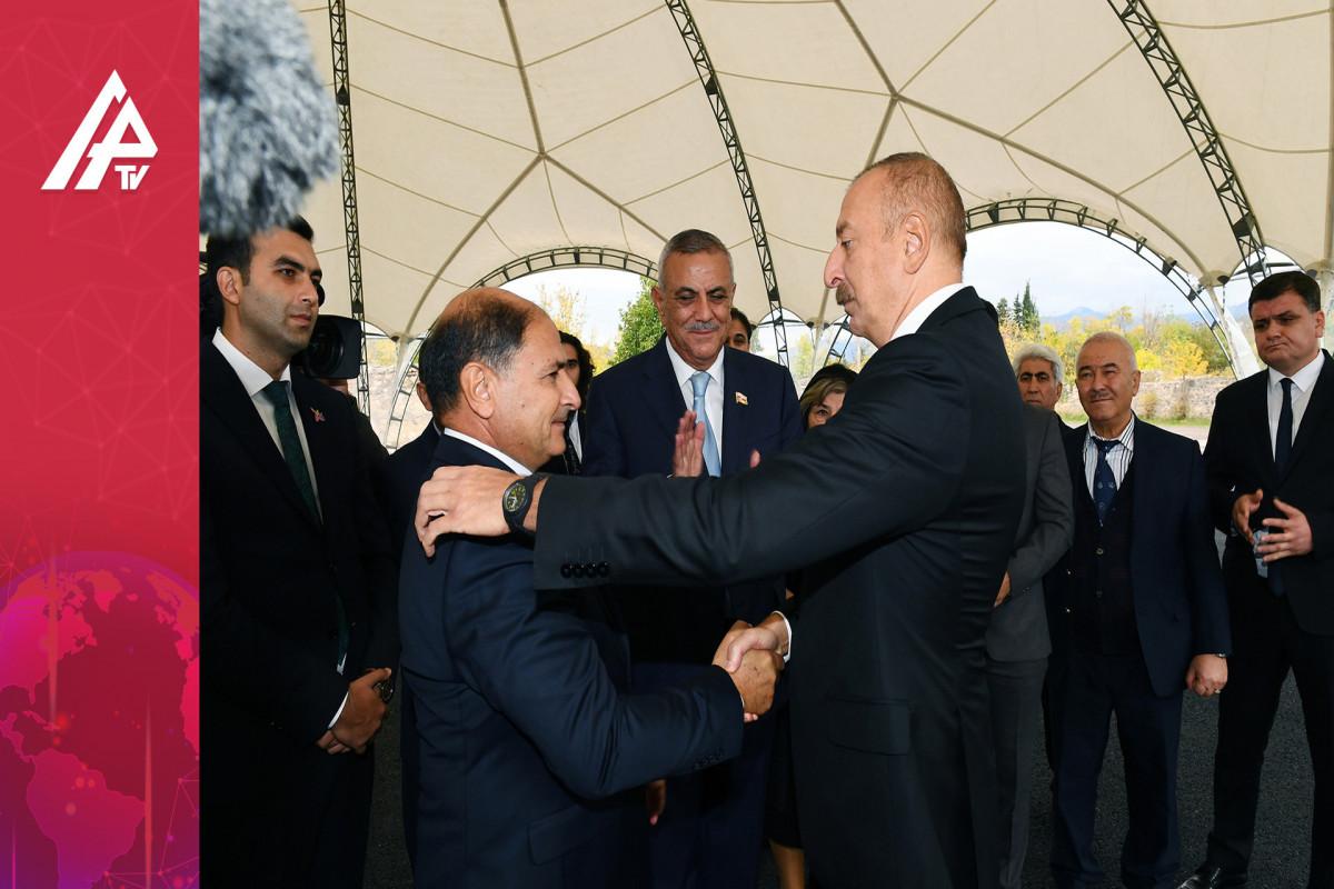 Prezident Zəngilanda şəhid atası ilə görüşdü