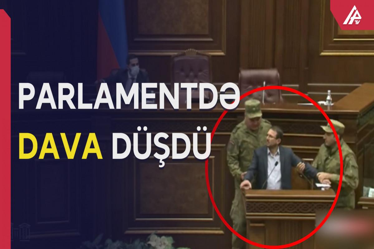 Deputatlar arasında insident - İCLAS YARIMÇIQ DAYANDIRILDI