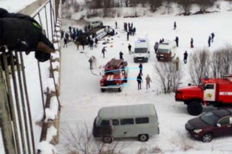 Rusiyada avtobusun körpüdən çaya düşməsi nəticəsində ölənlərin sayı 19 nəfərə çatıb - <span class=