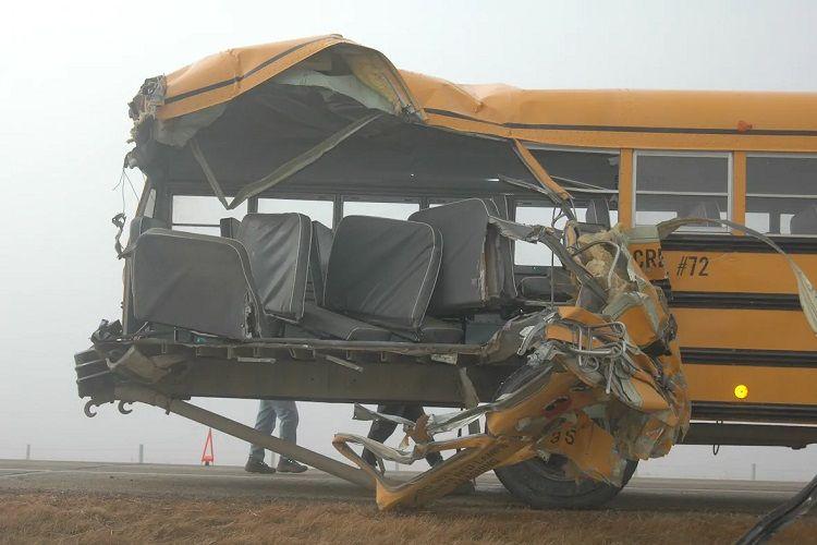 Kanadada məktəb avtobusu qəzaya uğrayıb, xəsarət alanlar var