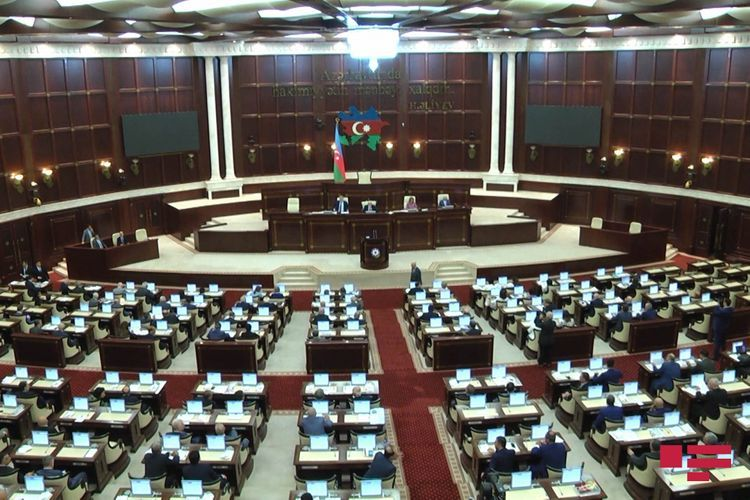 Установлен порядок подъема или вывешивания Государственного флага вместе с флагом Верховного главнокомандующего ВС