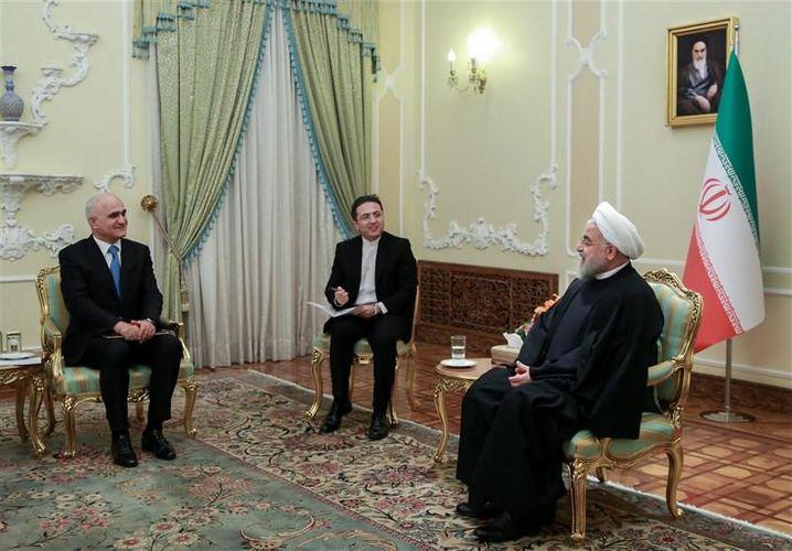 Baş Nazirin müavini Şahin Mustafayev İran Prezidenti Həsən Ruhani ilə görüşüb