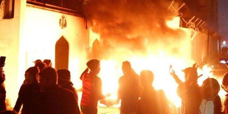 İraqda nümayişlər zamanı İranın Baş Konsulluğu növbəti dəfə yandırılıb
