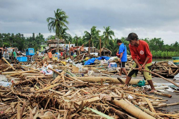 Filippində qasırğada 17 nəfər ölüb