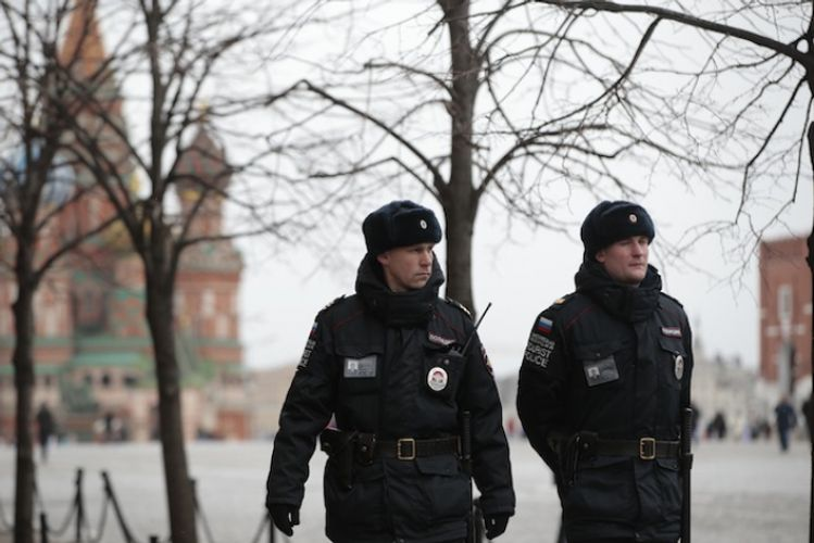 Bomb scare prompts evacuation of students and teachers from Moscow school