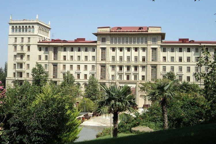 Азер Амирасланов назначен заведующим экономическим отделом Кабинета Министров