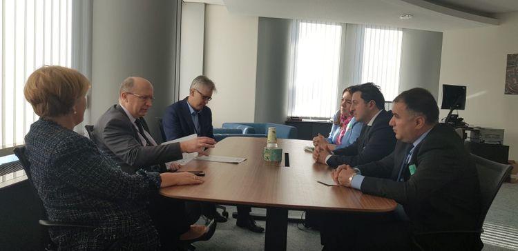 Belçikaya səfər edən Tural Gəncəliyev Avropa Parlamentinin deputatları ilə görüşüb