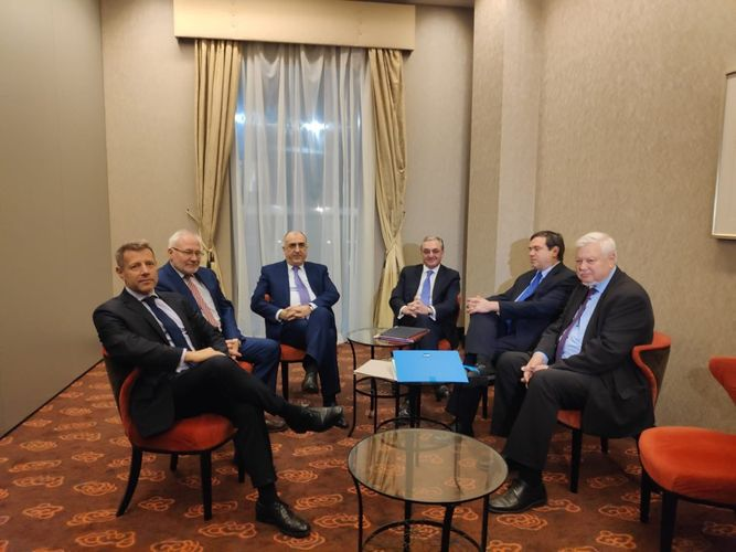 Azerbaijani and Armenian ministers agreed to continue the negotiations