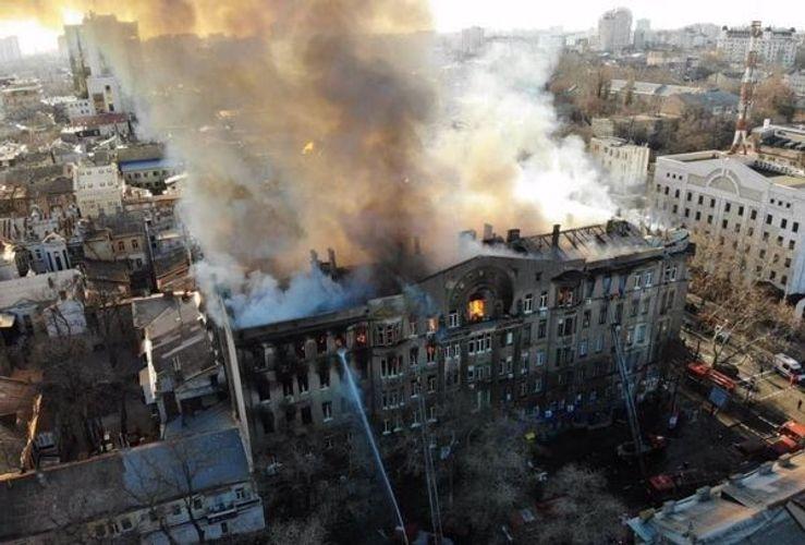 В Одессе 13 человек пропали при пожаре в колледже