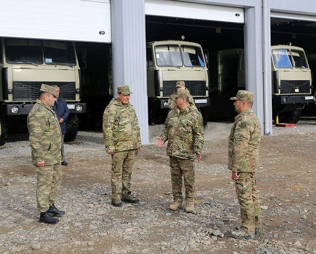 Министр обороны проверил боеготовность артиллеристов в прифронтовой зоне – ВИДЕО