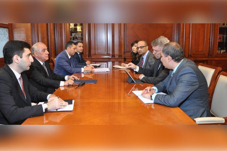Премьер-министр Али Асадов встретился с региональным директором Всемирного банка по Южному Кавказу
