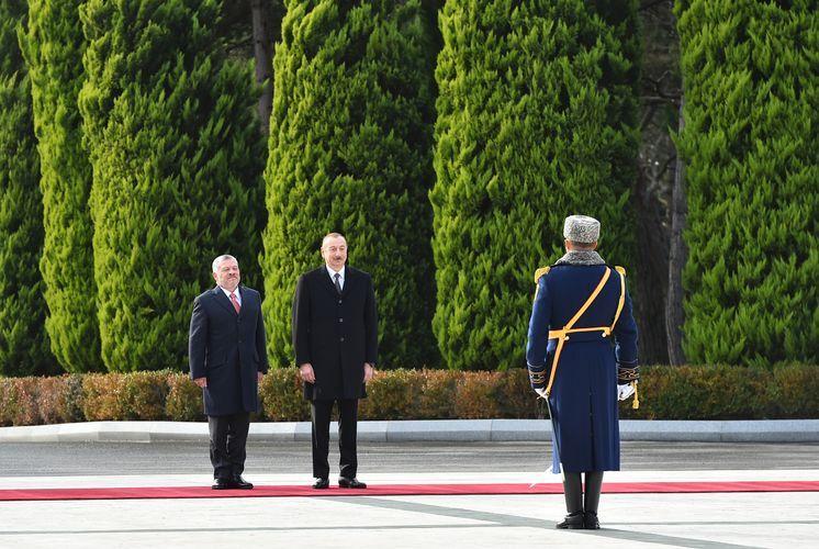 Состоялась официальная церемония встречи прибывшего в Азербайджан короля Иордании