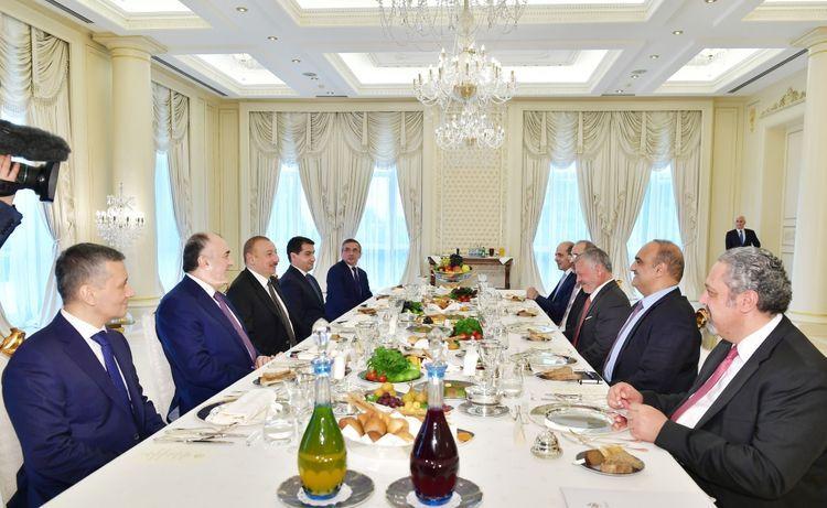 Президент Ильхам Алиев провел рабочий обед с королем Иордании