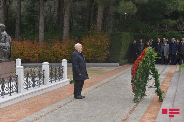 Члены Совета аксакалов посетили могилу Гейдара Алиева