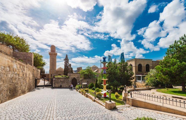 Фуад Нагиев: В Баку будет создан Центр поддержки туристов