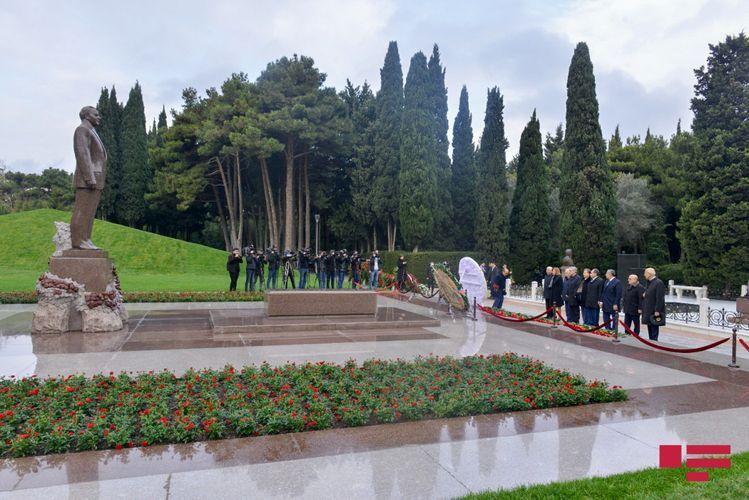 Руководство ПЕА посетило Аллею почетного захоронения