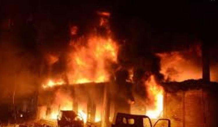 При пожаре на фабрике в Бангладеш погибли 10 человек