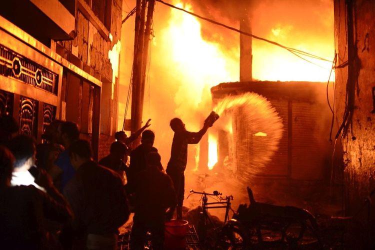 Banqladeşdə fabrikdə baş verən yanğında 10 nəfər ölüb