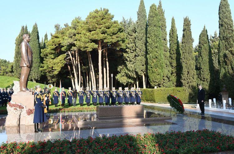 President Ilham Aliyev visited grave of national leader Heydar Aliyev - UPDATED -1
