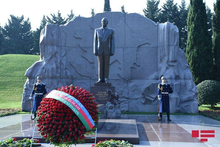С уважением почитается память общенационального лидера Гейдара Алиева - ФОТО
