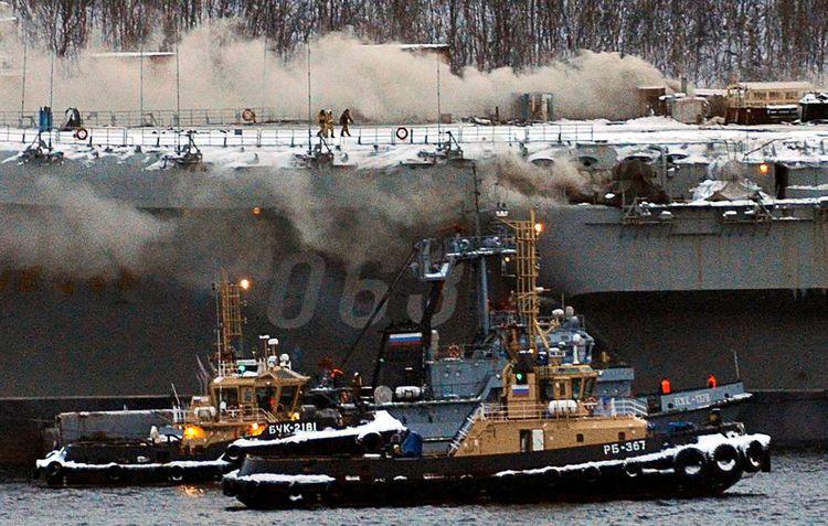 """Число пострадавших при пожаре на крейсере """"Адмирал Кузнецов"""" выросло до 12 - ОБНОВЛЕНО"""