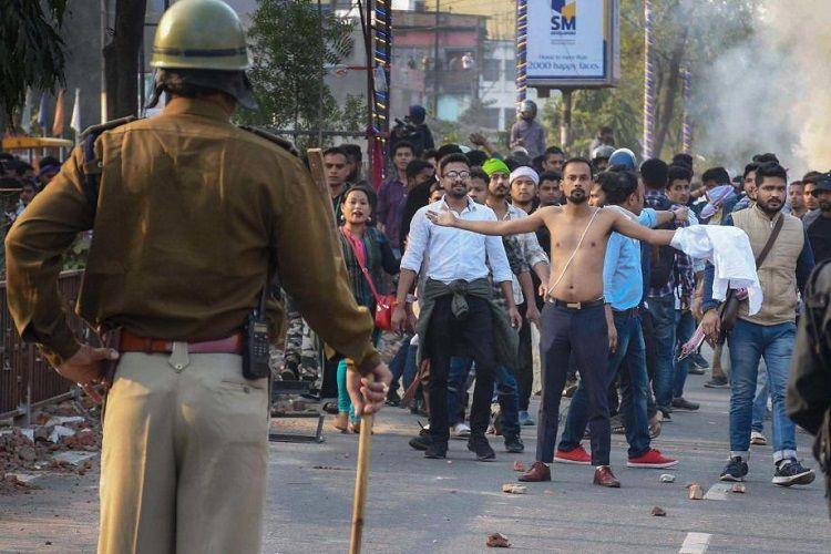 Hindistanda polislə nümayişçilər arasında olan qarşıdurmalarda 3 nəfər ölüb