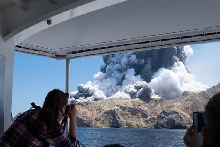 Yeni Zelandiyada vulkan püskürməsi nəticəsində ölən daha 6 nəfərin cəsədi tapılıb