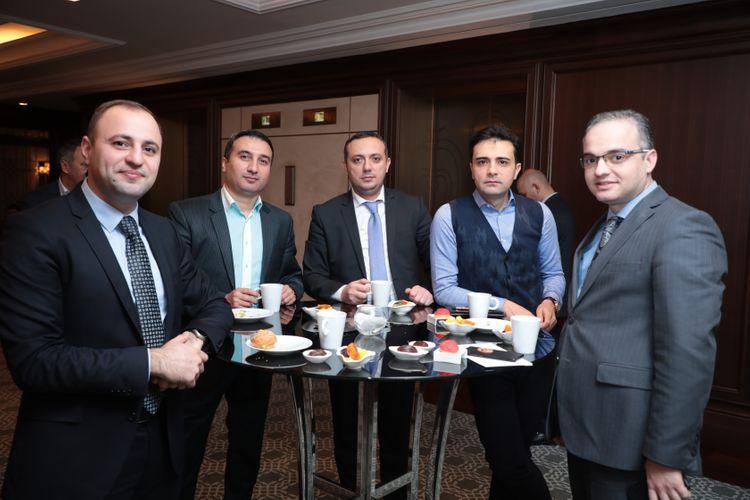 """Çarlz Korri: """"Məqsədimiz Azərbaycan şirkətlərini İSO standartları haqqında məlumatlandırmaqdır"""" - FOTO"""