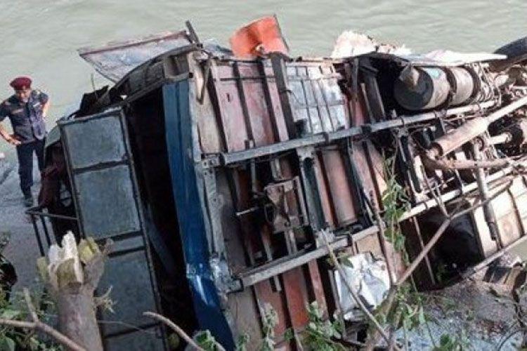 В Непале автобус с паломниками упал в пропасть с высоты 500 метров
