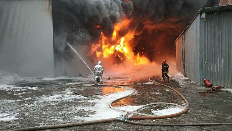 В Бангладеш десять человек погибли при пожаре на фабрике