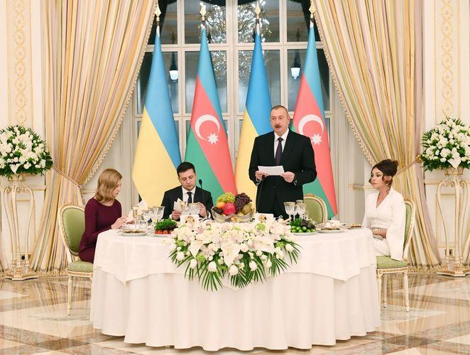 President Ilham Aliyev hosted official reception in honor of Ukrainian President Volodymyr Zelensky