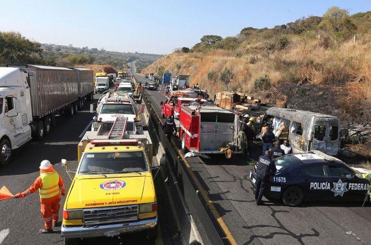 Fiery car crash kills 14 on Mexican highway