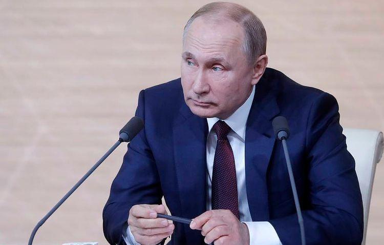 Putin opposed to removing Lenin's body from mausoleum