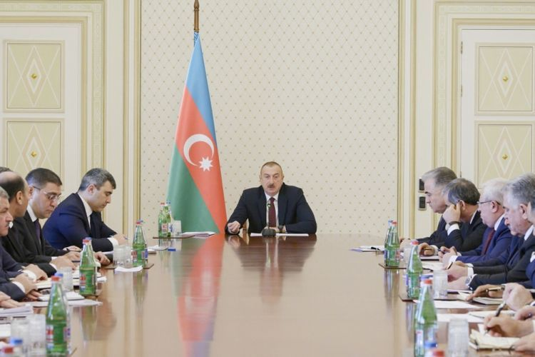 Ильхам Алиев: Должны быть застрахованы торговые объекты, чтобы если произойдет несчастный случай, пожар, можно было обратиться в страховую компанию