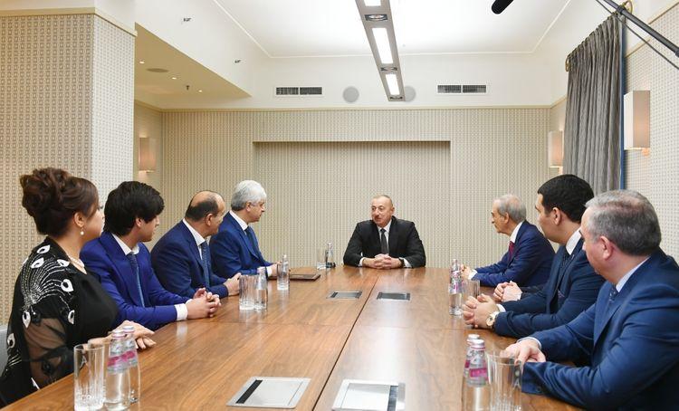 Prezident İlham Əliyev Sankt-Peterburqda Azərbaycan diaspor təşkilatlarının rəhbərləri ilə görüşüb