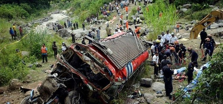 At least 17 dead in bus crash in eastern Guatemala