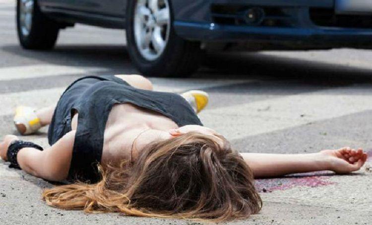 В Баку автомобиль сбил женщину и ребенка