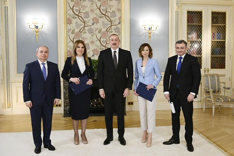 Президент Азербайджана Ильхам Алиев дал интервью местным журналистам - <span class='red_color'>ОБНОВЛЕНО-1</span>