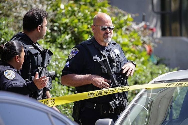 ABŞ-da bıçaqlı şəxs sinaqoq yaxınlığında insanlara hücum edib, yaralananlar var