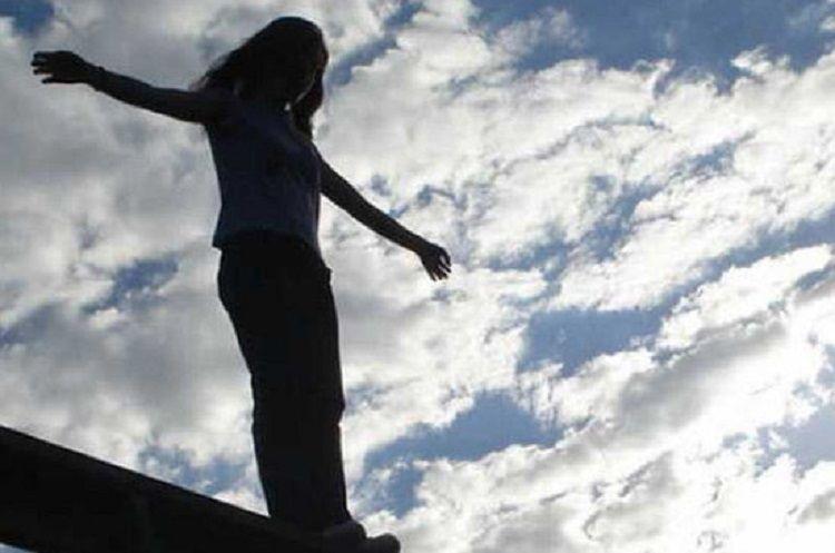 Поссорившаяся с возлюбленным женщина бросилась со здания в Баку