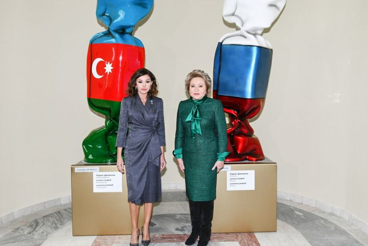 """Mehriban Əliyeva Moskvanın Xalq Təsərrüfatı Nailiyyətləri Sərgisində yenidən qurulan """"Azərbaycan"""" pavilyonunun açılışında iştirak edib - <span class='red_color'>FOTO</span>"""