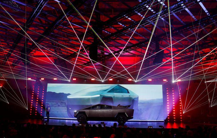Tesla şirkəti yeni elektrik avtomobili üçün 146 min sifariş alıb