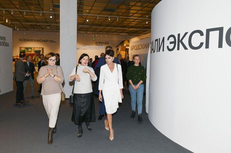 Первый вице-президент Мехрибан Алиева ознакомилась с 8-й Московской биеннале современного искусства - ФОТО