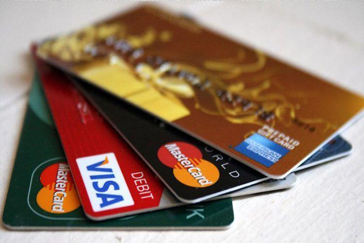 Стоимость операций с банковскими картами, осуществленных иностранцами в Азербайджане, уменьшилась на 4%