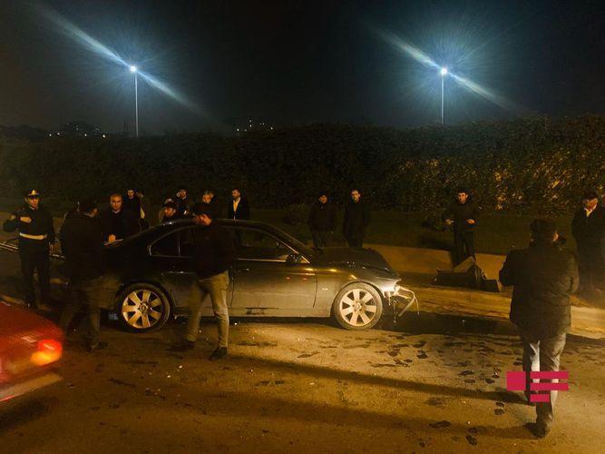 В Баку BMW снес фонарный столб - ФОТО - ВИДЕО