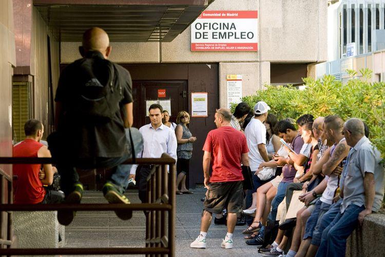 İspaniyada işsizliyin aylıq artım tempi rekord həddə çatıb
