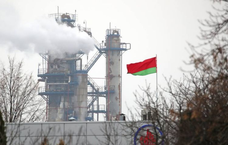 Belarusian refineries enter contracts for Russian oil supplies at price of $4 per barrel