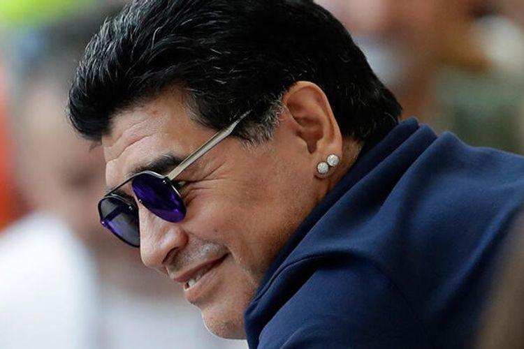 Dieqo Maradona klub prezidentindən maaşların kəsilməsini tələb edib