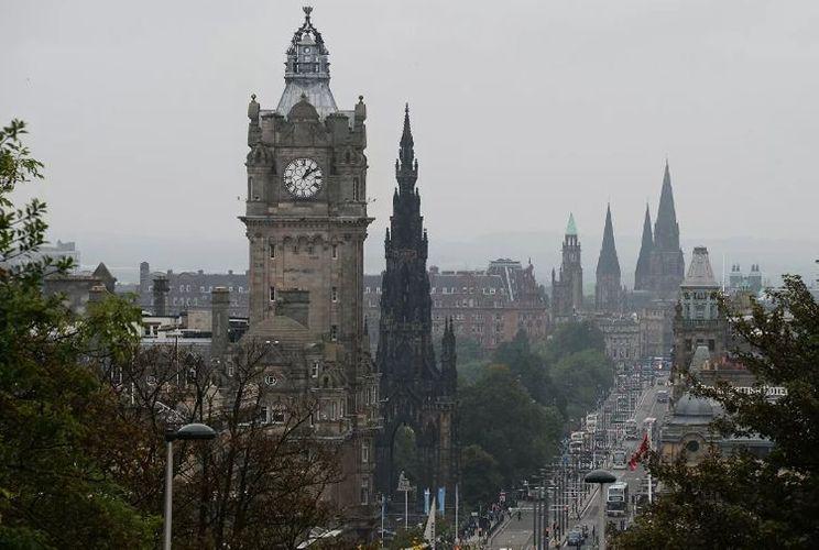Şotlandiyanın Baş həkiminin karantini pozması qalmaqala səbəb olduğundan istefa verib