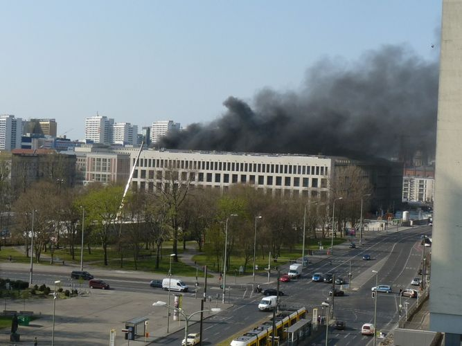 Blaze engulfs new building of city palace in Berlin, one injured